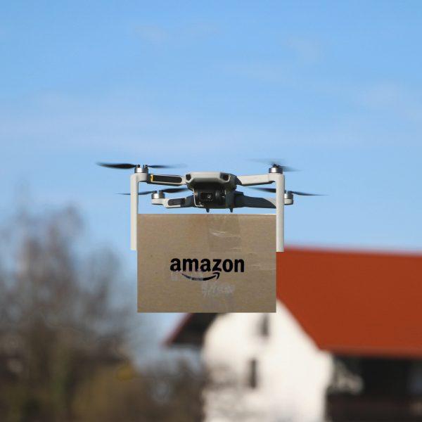 亞馬遜布局「無人機送貨」 5 年沒成果,這物流「最後一哩路」遇到什麼障礙?
