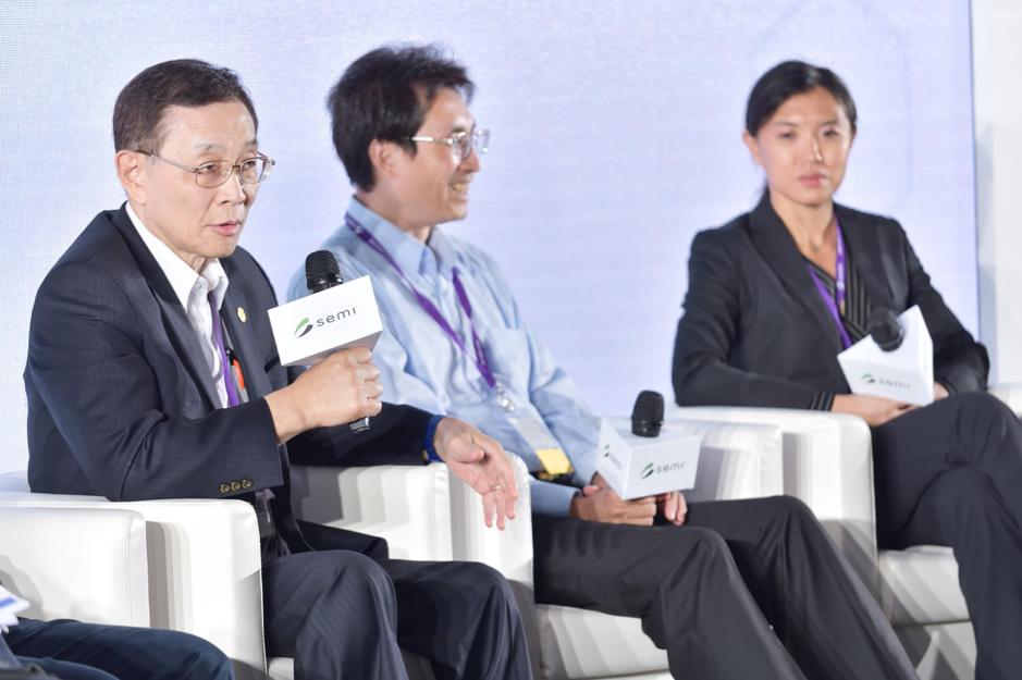 (左至右)旺宏電子總經理盧志遠、台大物理系教授管希聖、Horizon Quantum Computing Chief Science Officer Dr. Si Hui Tan。