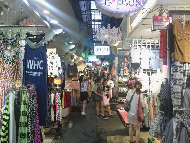 【台北東區興亡史】再 Cost Down 啊!曾經繁榮的五分埔服飾街就是這樣被玩死的