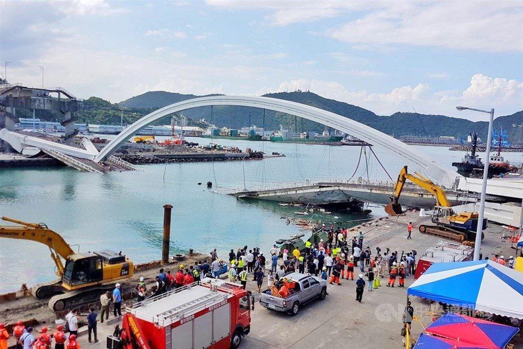 宜蘭南方澳跨港大橋斷裂坍塌