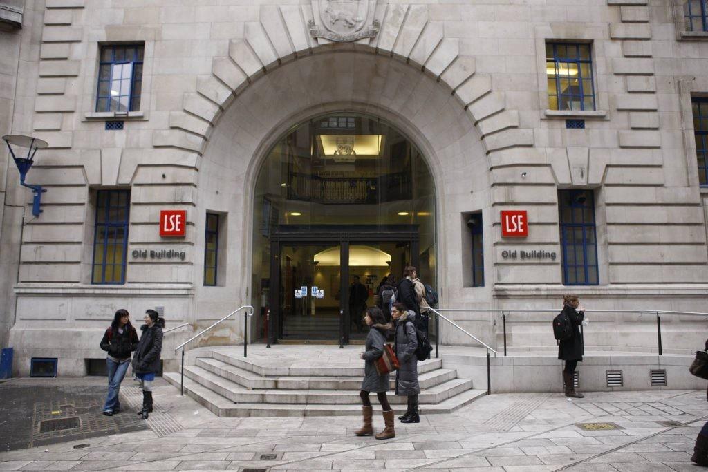 學者憂學術自由受壓 LSE暫緩中國課程(圖片來源:取自LSE官方臉書)