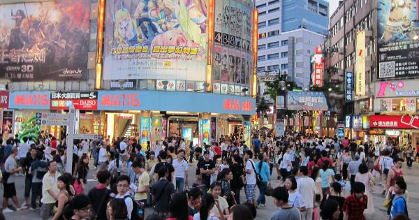 主計總處今(31)日公佈國內第三季經濟成長率為2.91%,蟬聯亞洲四小龍之首,經濟部對此表示,主要受惠於台商回流及內需持續升溫。